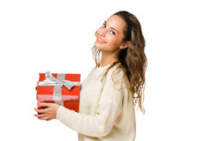 Schitterende donkerbruine vrouw die rode giftdoos houdt Stock Foto's