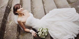Schitterende glimlachende jonge mooie bruid Stock Afbeelding
