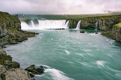 Schitterende Godafoss-watervallen in Noord-IJsland Langzame blindsnelheid Royalty-vrije Stock Afbeelding
