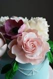 Schitterende kleurrijke huwelijkscake Stock Fotografie
