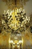 Schitterende Kroonluchter in koninklijk paleis Stock Fotografie