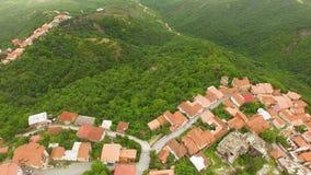 Schitterende luchtmening van beroemde Alazani-vallei en Sighnaghi-stad in Georgië stock videobeelden