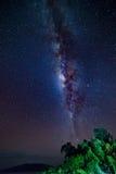 Schitterende Melkweg van de verre Togian-Eilanden, Indonesië stock afbeeldingen