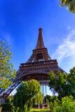 Schitterende mening van de Toren van Eiffel met dramatische hemel Royalty-vrije Stock Foto