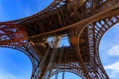 Schitterende mening van de Toren van Eiffel met dramatische hemel Royalty-vrije Stock Fotografie