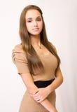 Schitterende modieuze jonge brunette. royalty-vrije stock afbeelding