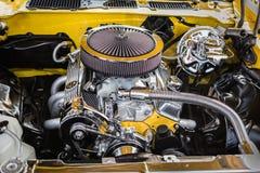 Schitterende mooie mening van uitstekende klassieke retro auto gedetailleerde motor en delen Royalty-vrije Stock Afbeelding