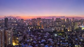 Schitterende nachtmening van vele high-end ondernemingen zoals financiën, onroerende goederen verzekering, Guangzhou-stad, China royalty-vrije stock afbeelding