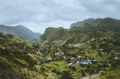 Schitterende panoramamening van een vruchtbare vallei van Paul Landbouwterrassen van suikerriet in verticale valleikanten, woning Royalty-vrije Stock Afbeeldingen
