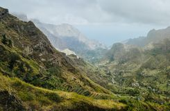 Schitterende panoramamening van een vruchtbare vallei van Paul Landbouwterrassen in verticale valleikanten, ruwe pieken en motie Royalty-vrije Stock Fotografie