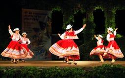 Schitterende Peruviaanse het stadiumprestaties van folkloreballerina's royalty-vrije stock fotografie