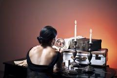 Schitterende retro vrouw vóór reis Stock Afbeelding