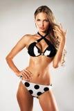 Schitterende vrouw in bikini Stock Foto