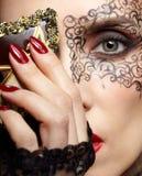 Schitterende vrouw in masker Royalty-vrije Stock Afbeelding