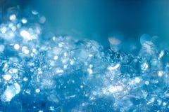 Schiuma insaponata bianca delle bolle di macro vista saponata e struttura della doccia Priorità bassa per una scheda dell'invito  fotografie stock