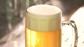 Schiuma perfetta della birra stock footage