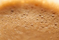 Schiuma su un colpo di caffè espresso Immagini Stock Libere da Diritti