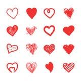 Schizzo dei cuori, lerciume ed insieme disegnati a mano di scarabocchio Forme rosse isolate di amore su fondo bianco Fotografia Stock