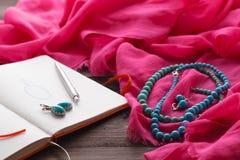Schizzo dei gioielli in blocco note Fotografia Stock Libera da Diritti