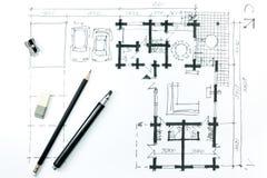 Schizzo domestico di piano e strumenti di disegno royalty illustrazione gratis