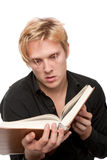 Schläfriger junger Mann Lizenzfreie Stockfotos