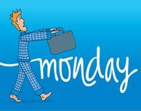 Schläfriger Mann, der geht, an seinen Pyjamas zu arbeiten Lizenzfreies Stockbild