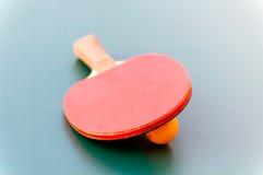 Schläger für Tennis und Ball Stockbild