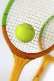 Schläger für Tennis und Ball Stockfotos
