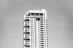 SCHLÄGER-JAMSWURZEL, ISRAEL 3. MÄRZ 2018: Hohes Wohngebäude in der Schläger-Jamswurzel, Israel Lizenzfreies Stockbild