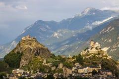 Schlösser von Sion in der Schweiz in den Alpen stockbilder