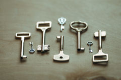 Schlüssel auf der Tabelle Stockfoto