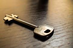 Schlüssel auf Tabelle Lizenzfreies Stockbild