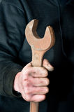 Schlüssel in der Hand Stockfotos