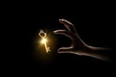 Schlüssel in der Hand Stockfoto