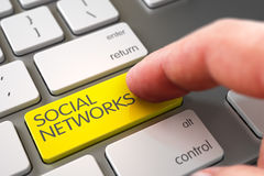 Schlüssel der Handfinger-Presse-sozialen Netzwerke 3d Lizenzfreies Stockfoto