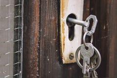 Schlüssel im Verschluss Stockbilder