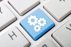 Schlüssel mit drei Gängen auf Tastatur Stockfotografie