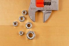 Schlüssel mit Schrauben-Verbindungselementen Lizenzfreie Stockfotos