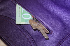 Schlüssel und Geld Lizenzfreie Stockfotos