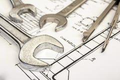 Schlüssel und Kompassse Lizenzfreie Stockfotos