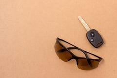Schlüssel und Sonnenbrille eingestellt Lizenzfreie Stockfotos