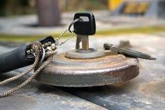 Schlüssel, zum des Kraftstofftanks zu öffnen. Lizenzfreies Stockfoto