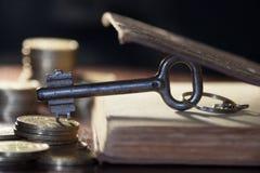 Schlüssel zum Geld Lizenzfreies Stockfoto