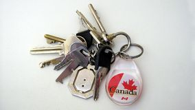 Schlüsselanhängerhalter mit dem kanadischen Flaggenausweisemblem Lizenzfreie Stockfotografie