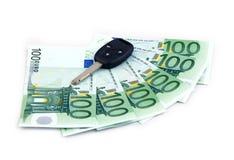 Schlüsselauto- u. Hundert-Euro als Kredit Stockbilder