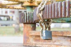 Schlüsselverschluß und Handschelle verhindern seinen Gebrauch Lizenzfreies Stockfoto