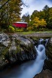 Schlachthaus-überdachte Brücke - Northfield-Fälle, Vermont Lizenzfreie Stockbilder