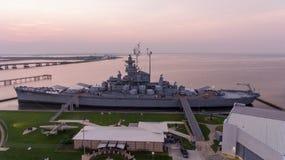 Schlachtschiff USSs Alabama bei Sonnenaufgang stockfoto