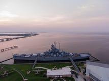 Schlachtschiff USSs Alabama bei Sonnenaufgang stockbilder