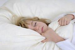 Schlaf des kleinen Mädchens Lizenzfreie Stockfotos